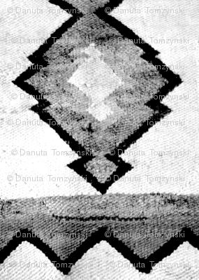 woven rug black white