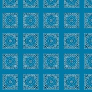 h195s100v065-Bandanna-Paisley Round-Cerulean