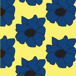 fiori celesti sfondo giallo