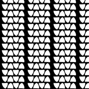 Black & White Stripes of Triangle Tread