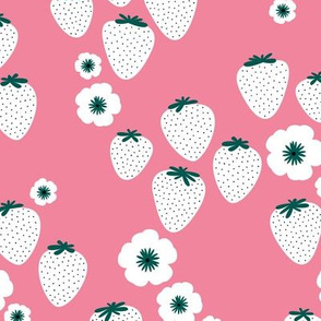 2012 0601 10906Summer strawberry garden pink white