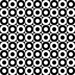 BW Alternating Circles