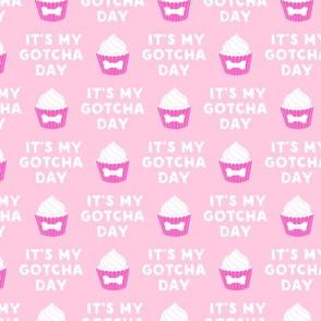 "(1"" scale) It's my gotcha day - dog bone cupcake - pink - LAD19BS"