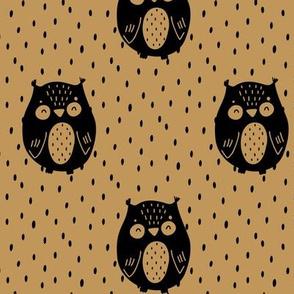 Sleepy owl - black on honey