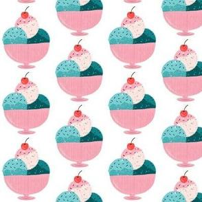Ice cream sundae - small scale