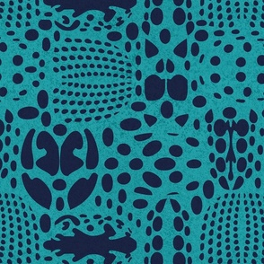 Normal scale // Bug shield // peacock background oxford blue beetle spots