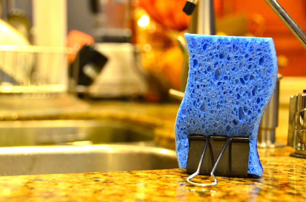 Binder clips keep kitchen sponges dry