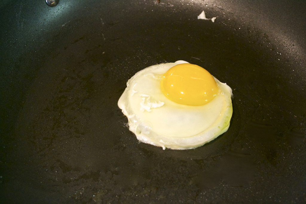 Use an onion ring to make the perfect fried egg