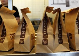 8 Things You Should Never Do at a Fast-Casual Restaurant Like Chipotle