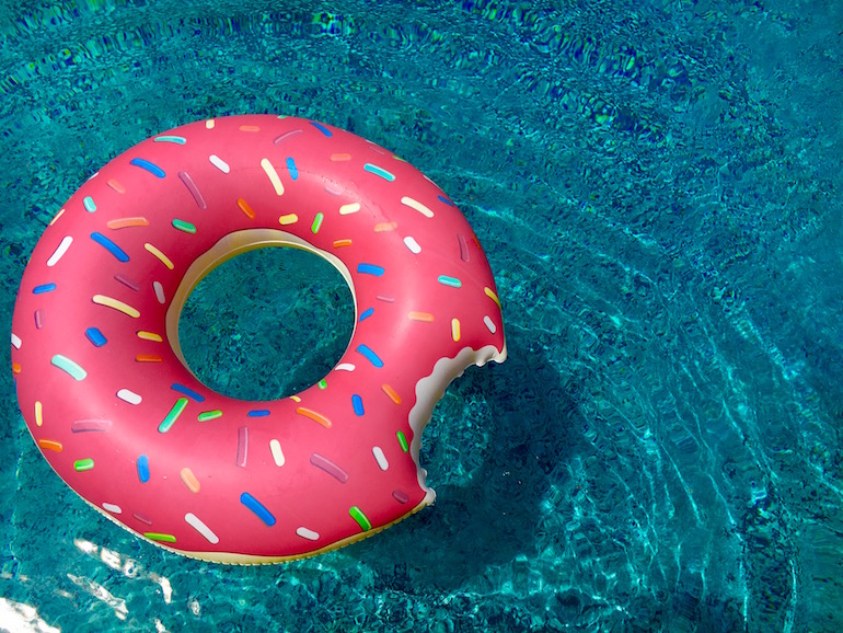 Food-inspired pool floats