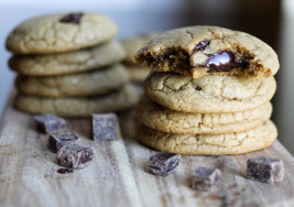 How to Bake Chocolate Chip Cookies Using a Shot Glass
