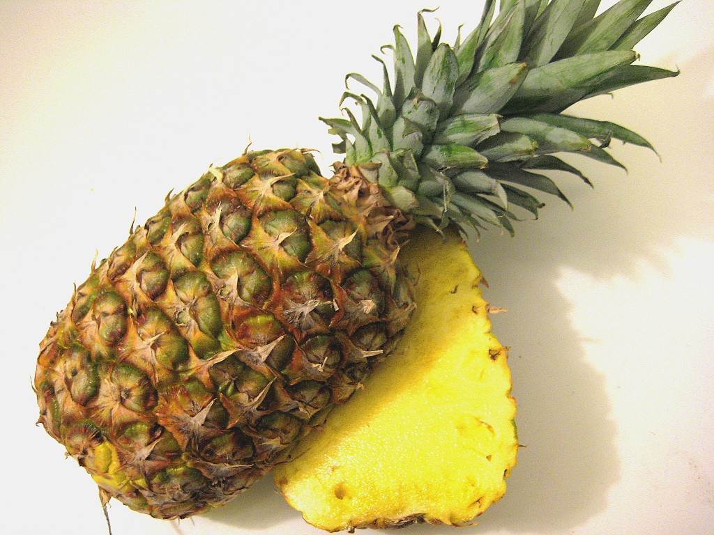 how to make sure a pineapple is ripe