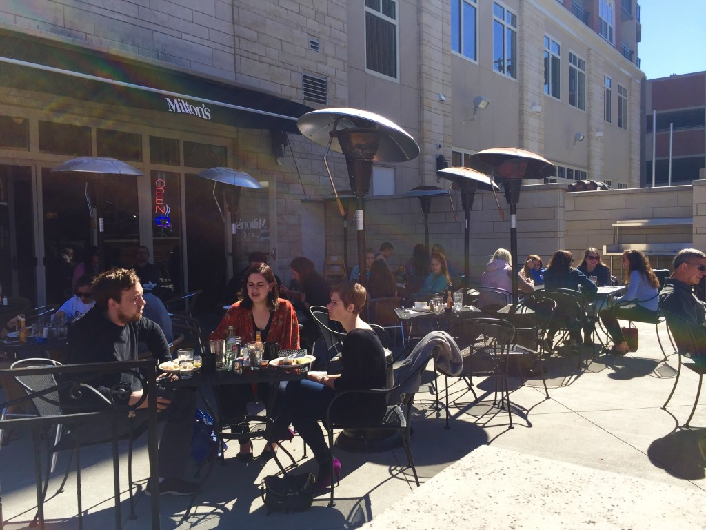 outdoor lawrence restaurants