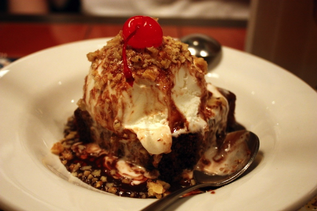 Eat This, Not That: Fudge Brownie Sundae