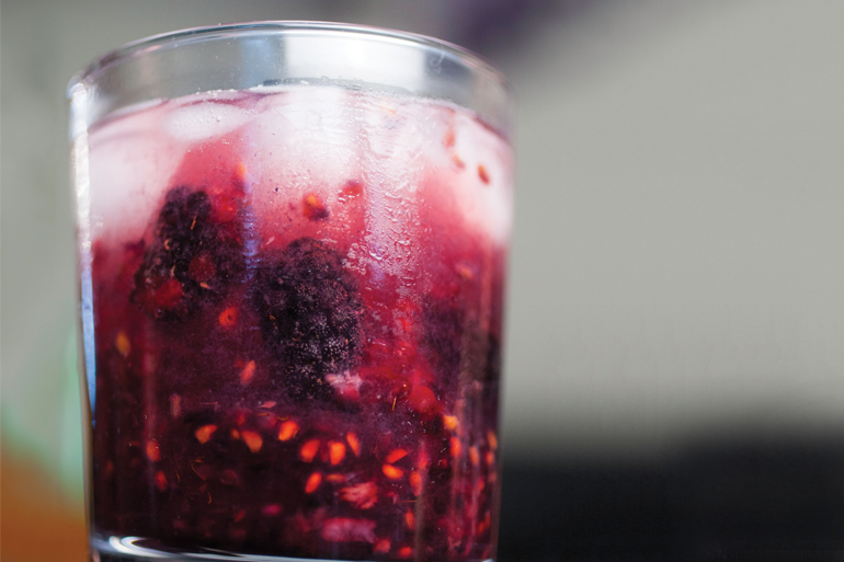 blackberry gin drink