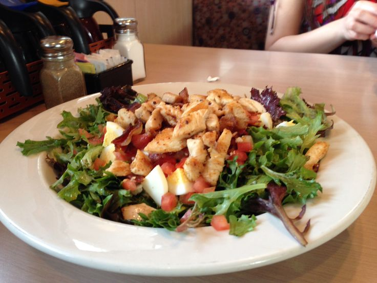 We Ranked Your Favorite Restaurant Salads By Calorie Count