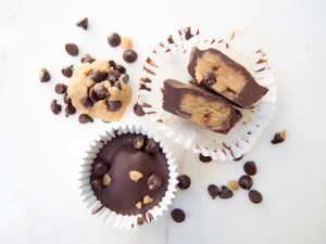 Easy No-Bake Chocolate Cookie Dough Cups