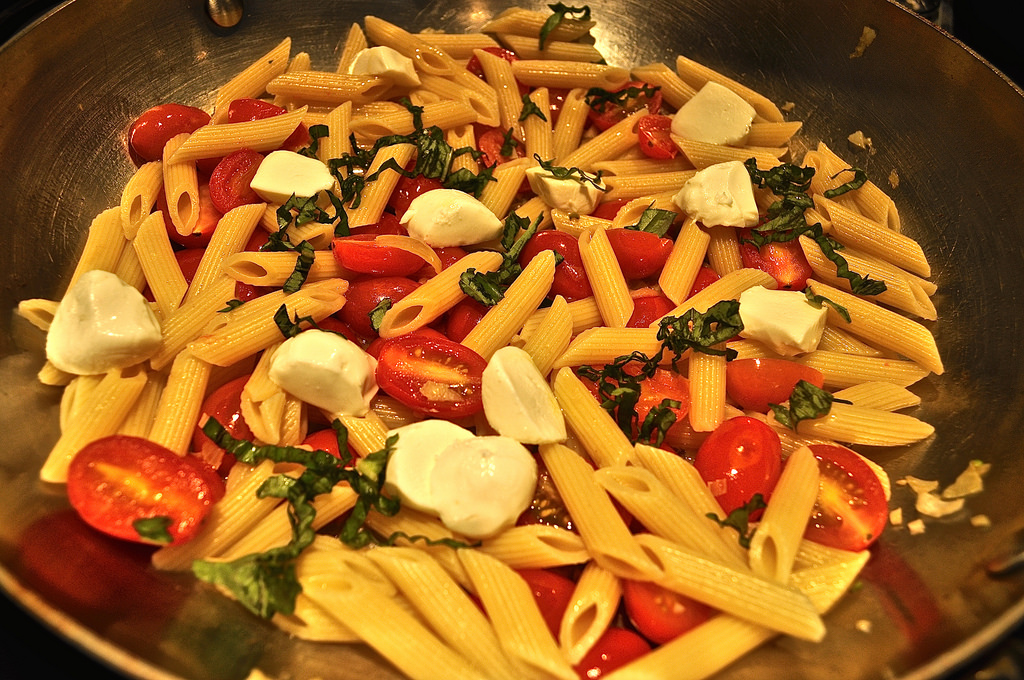 Meatless Monday: Penne with Cherry Tomatoes, Basil and Mozzarella