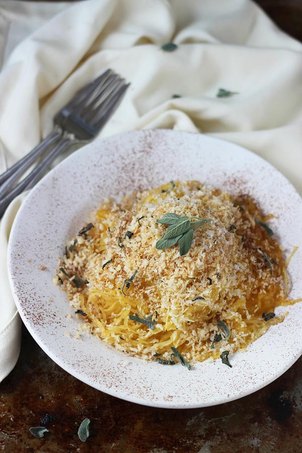 Cinnamon-and-Pumpkin-Spaghetti-Squash-Carbonara-with-Parmesan-Sage-Breadcrumbs-3
