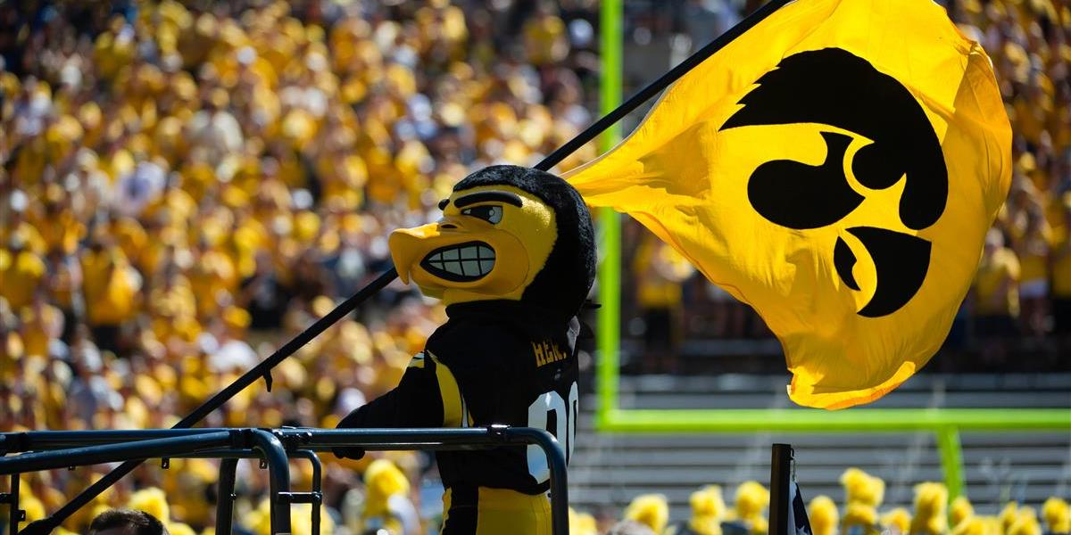 2017 Iowa Hawkeyes Betting Preview article feature image