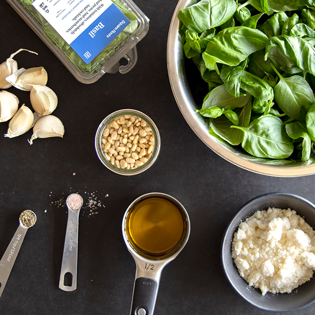 Classic pesto recipe ingredients