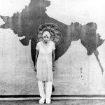 श्रीअरविंद आश्रम की श्री माँ अखंड भारत के चित्र के सामने