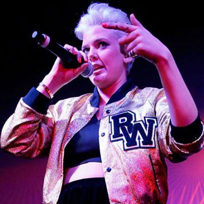 Betty Who live
