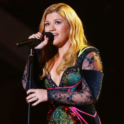 Kelly Clarkson live