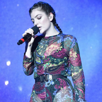 Lorde live