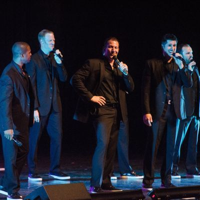 Straight No Chaser live