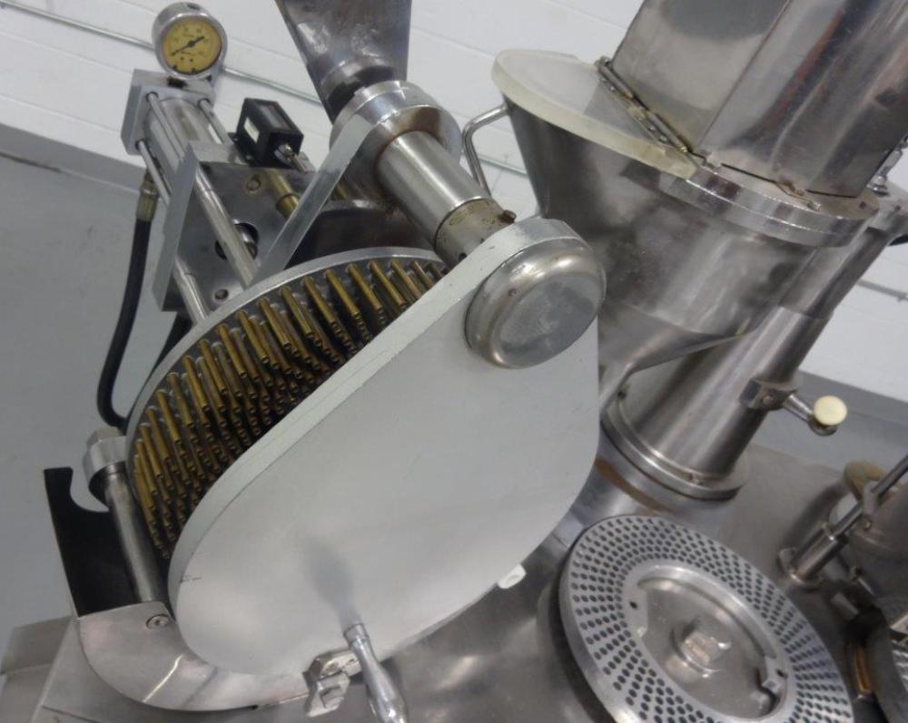Capsugel Ultra 8 Capsule Filling Machine