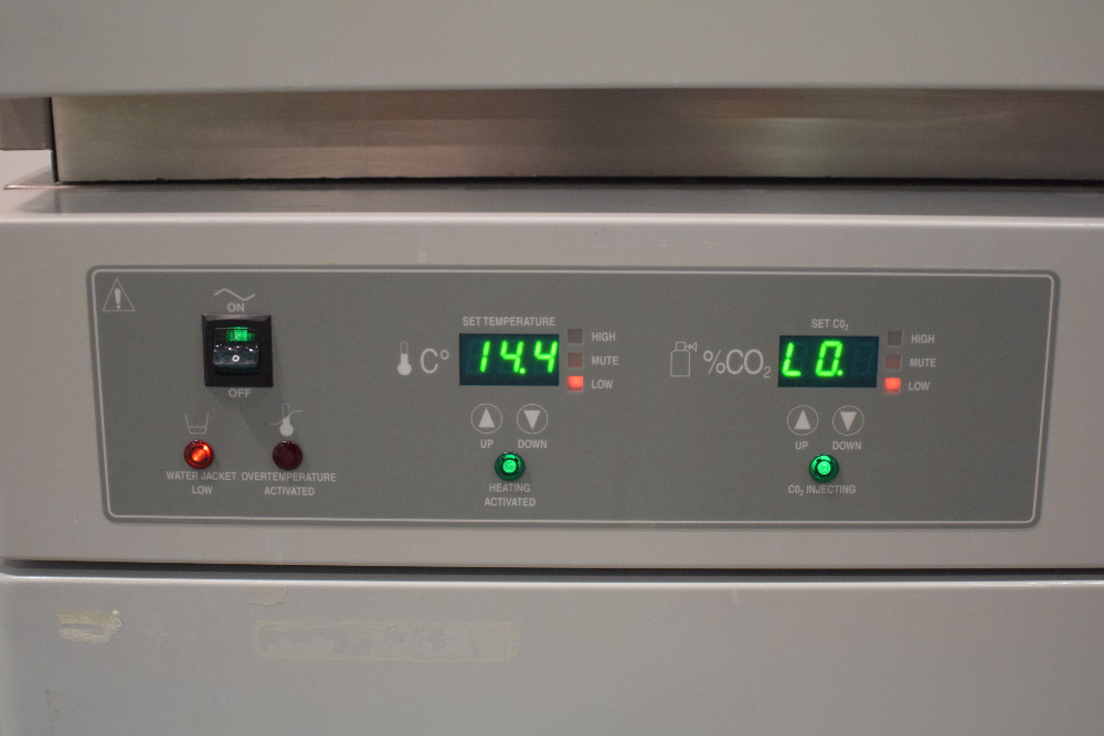 VWR Sheldon Labs 2450 Double Stack Water-Jacketed CO2 Incubators