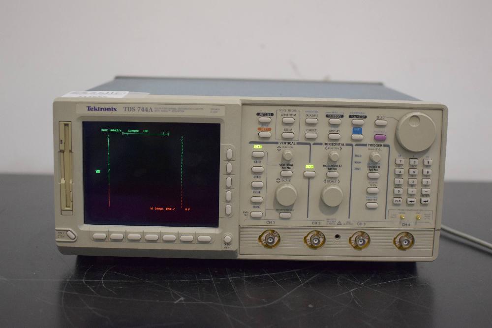 Tektronix TDS 744A Digital Oscilloscope