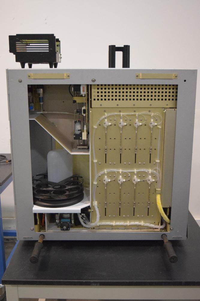 QIAGEN BIO ROBOT 8000