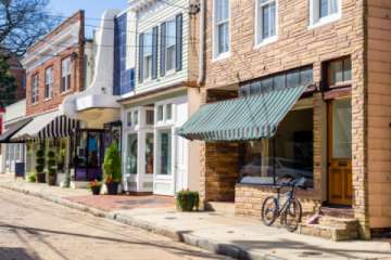 The Annapolis cobblestone streets are lined with shops and restaurants (Pic)
