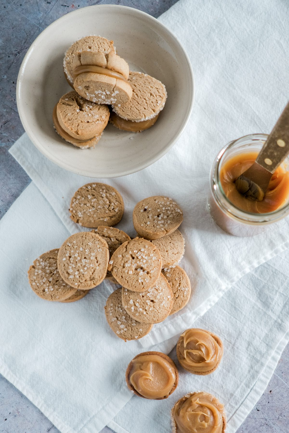 Speculoos and Caramel Sandwich Cookies