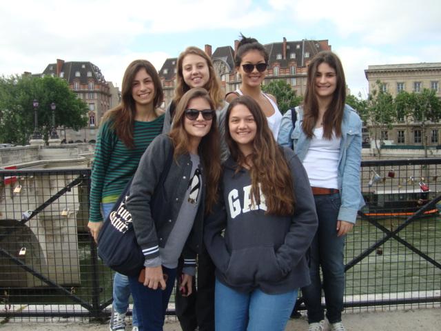Dentro de um dos museus mais famosos do mundo, Louvre...