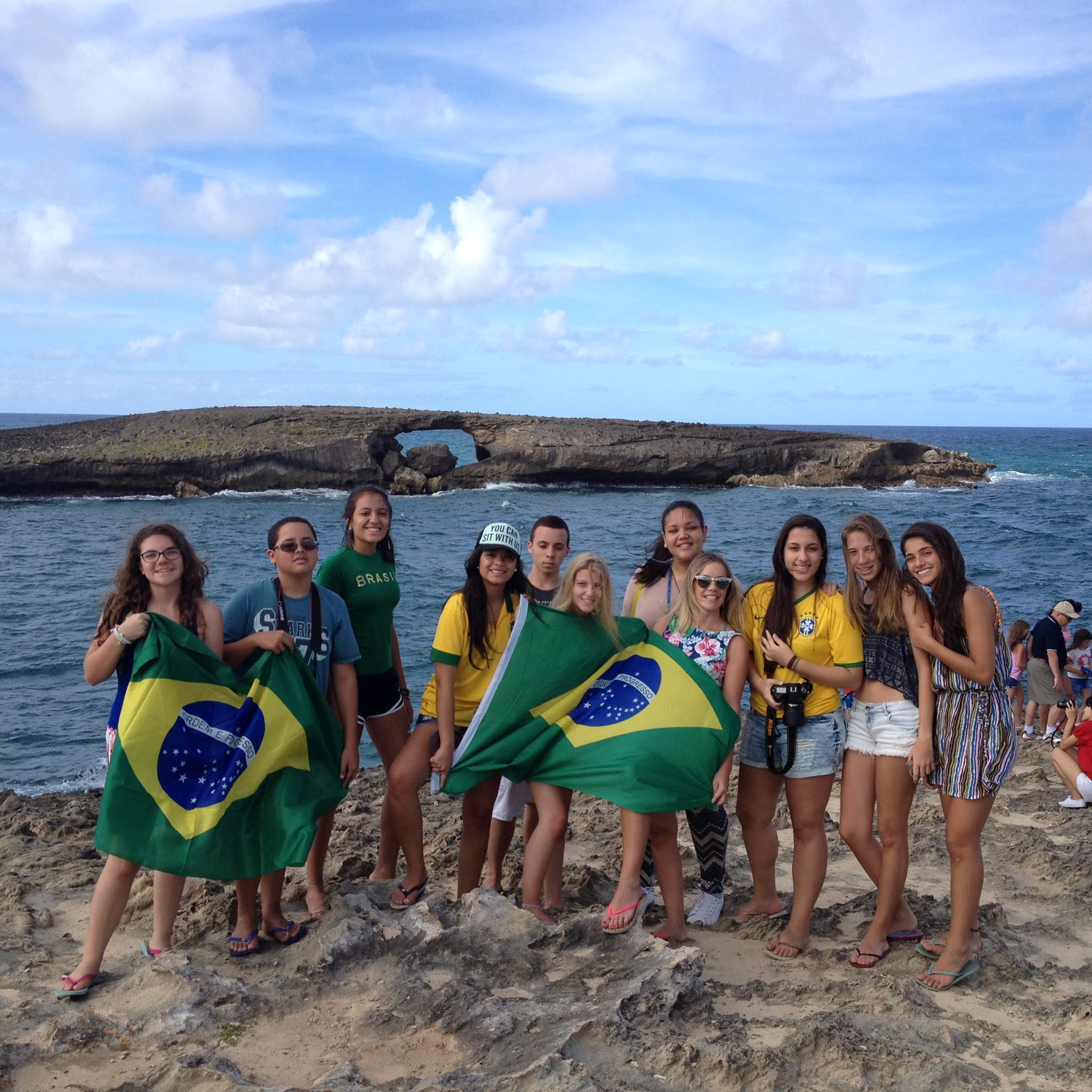 Group wth the Brasilian flag