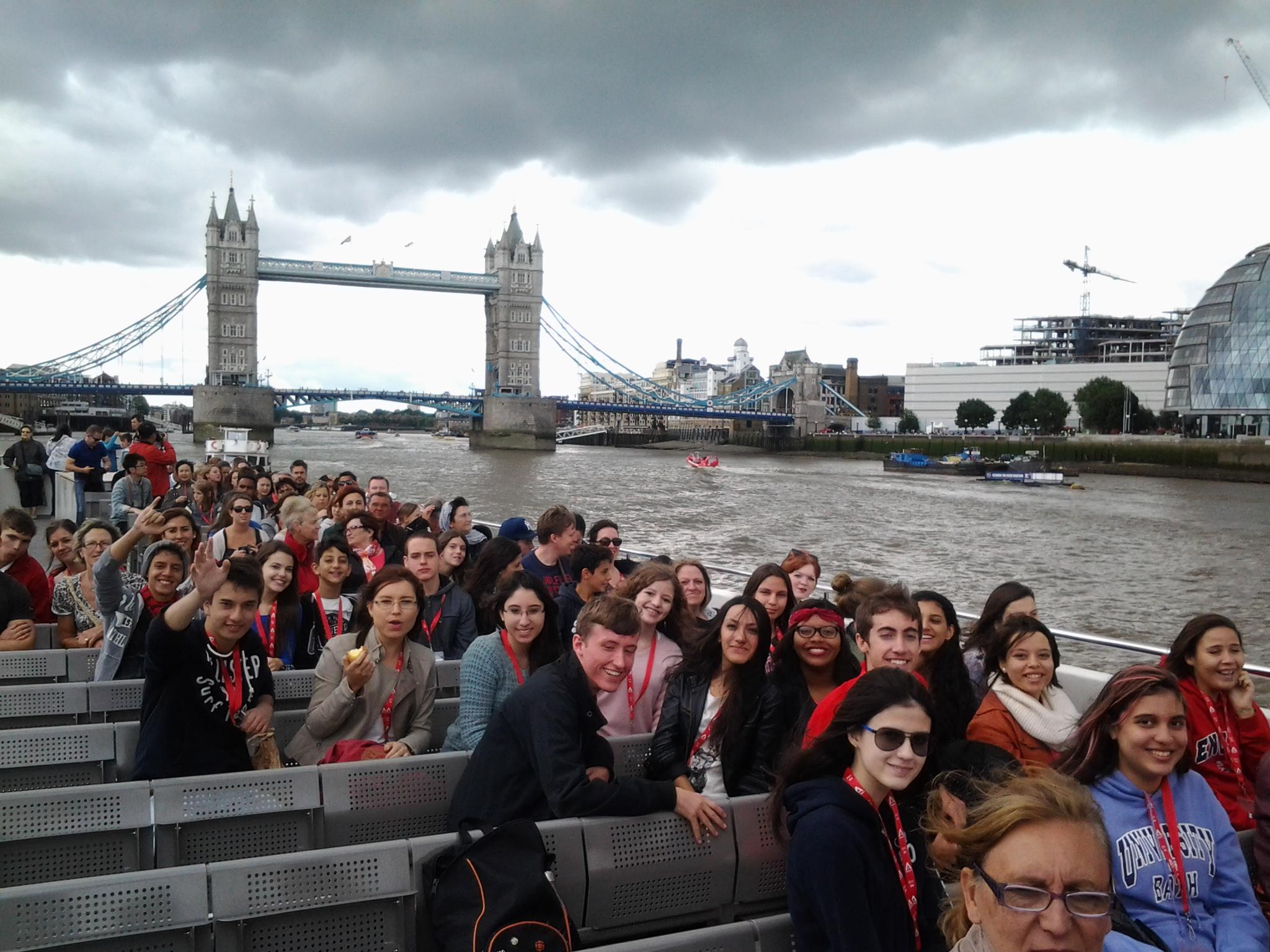 passeando de barco em Londres