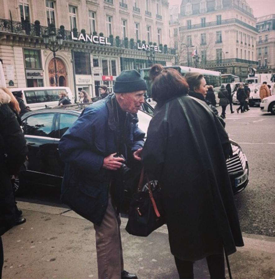 """""""O fotógrafo americano Bill Cunningham, firme e forte e sagaz nos cliques de streetstyle aos 84 anos, e a jornalista e crítica de moda britânica Suzy Menkes e seu indefectível topete"""""""