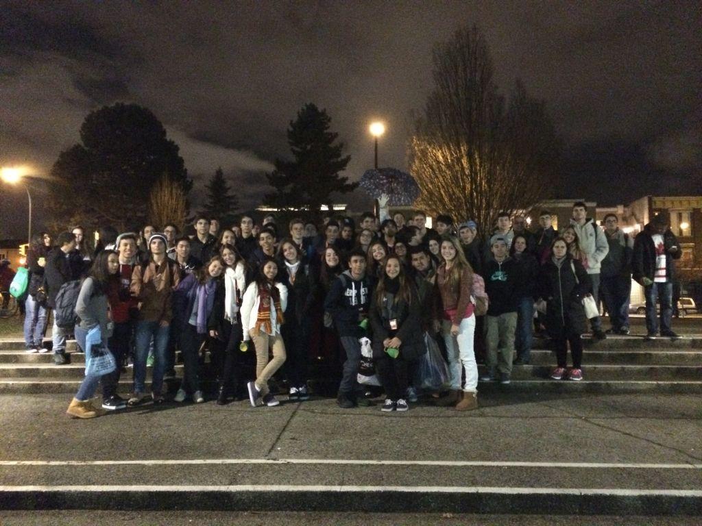 Grupo reunido da escola para ver jogo Vancouver Giants x Tri-City