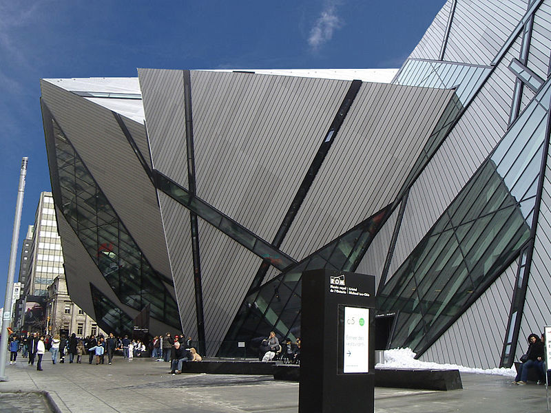 800px-Royal_Ontario_Museum-Michael_Lee-Chin_Crystal