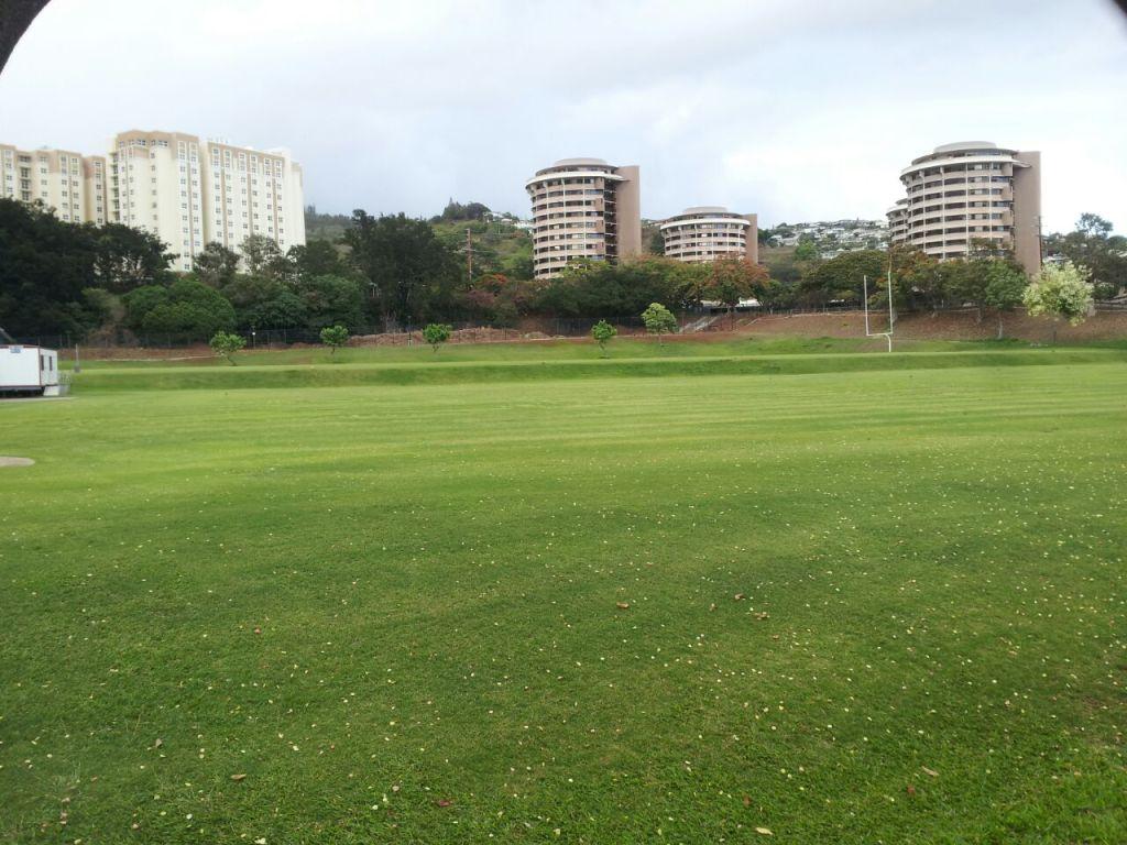 Dormitórios/ University of Hawaii - Estamos bem ali, nos prédios redondos!!