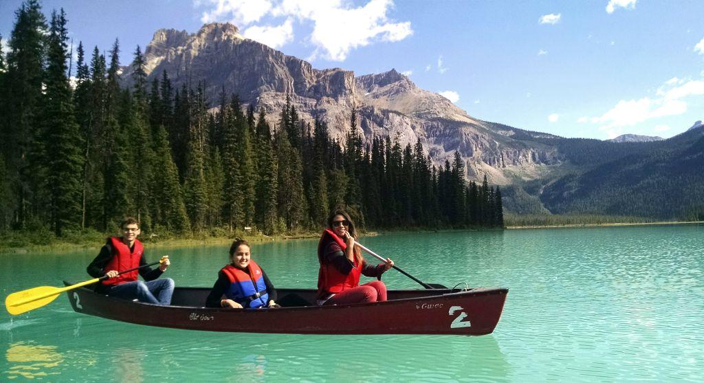 Olha esse Emerald Lake! Luiza, Andre e a lider Samira foram remar =)