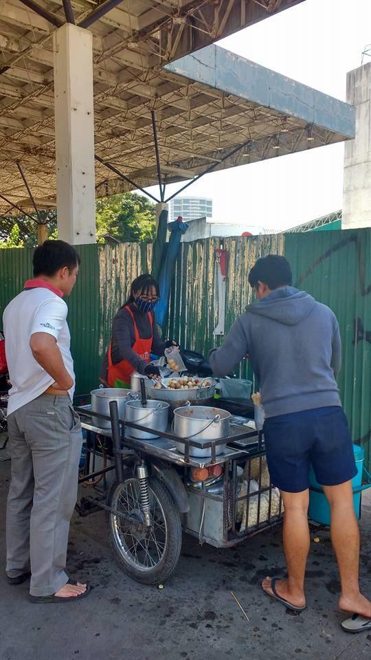 Uma das vantagens da comida de rua e que voce pode ir 'pro restaurante' super a vontade...