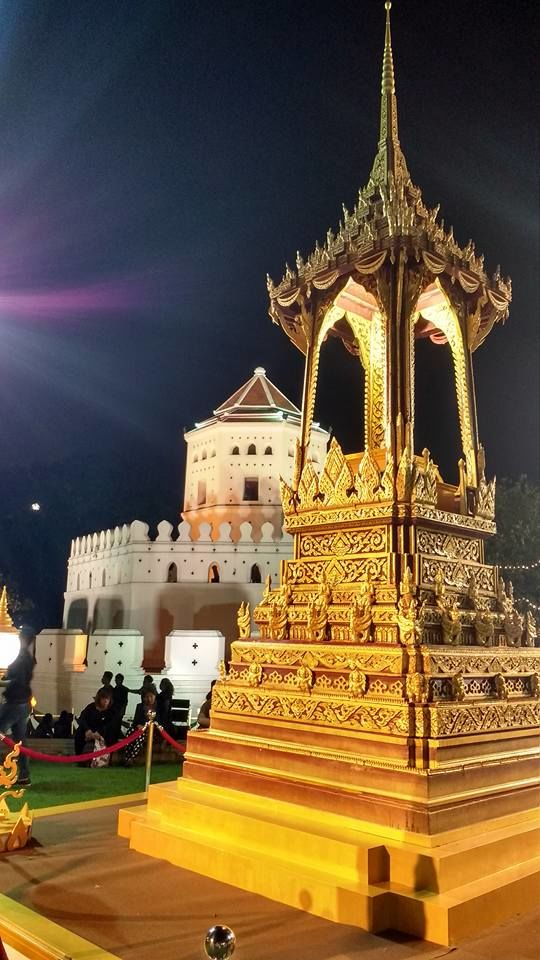Ao fundo, o Forte Sumen - construído em 1783 para defender a cidade contra invasores que ousassem atacar pelo rio Chao Phraya.