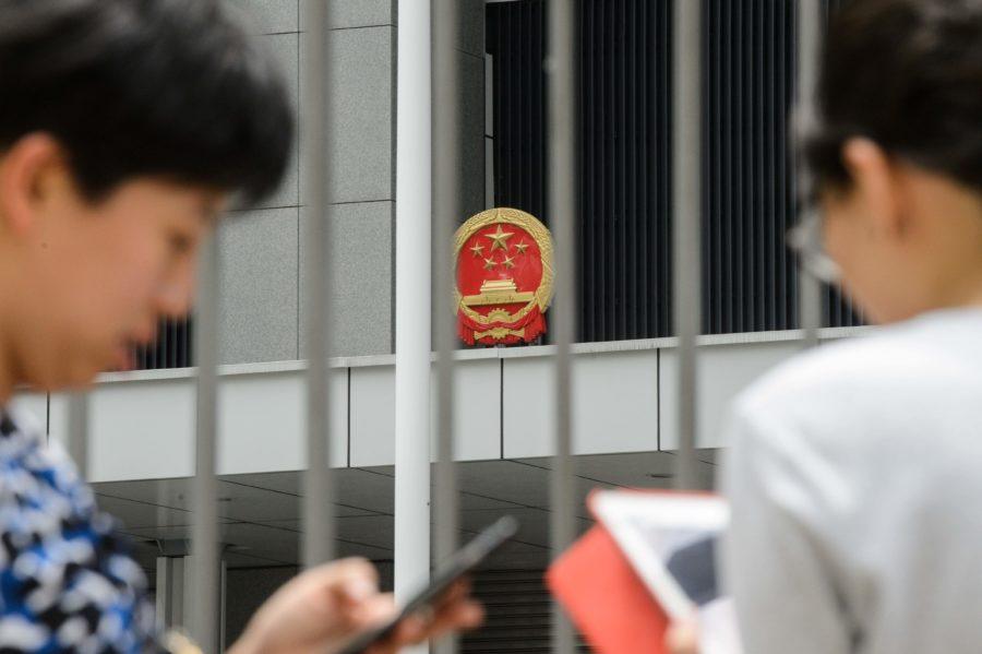 Partido Comunista da China vigia os celulares dos chineses e usa a tecnologia para promover políticas totalitárias