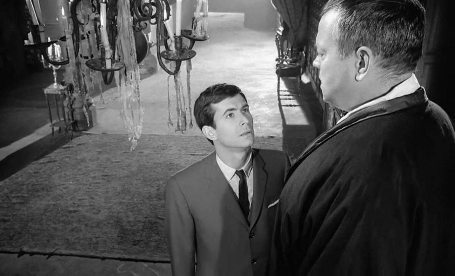 Anthony Perkins como Josef K. e Orson Welles como o sentinela, 1962