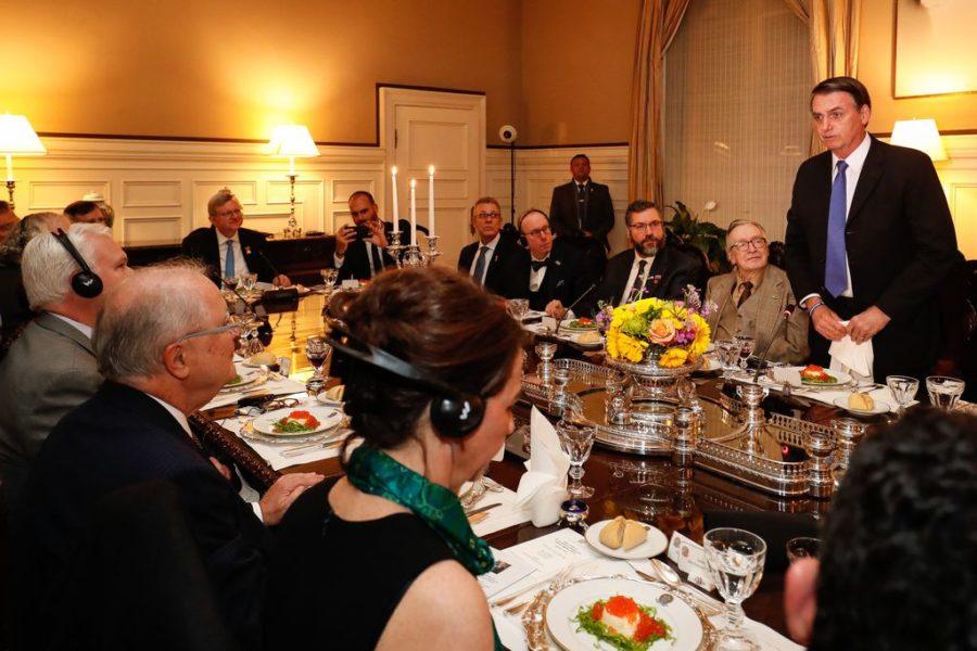 Presidente da República Jair Bolsonaro durante jantar com formadores de opinião, em Washington (EUA). Foto Alan Santos/PR.