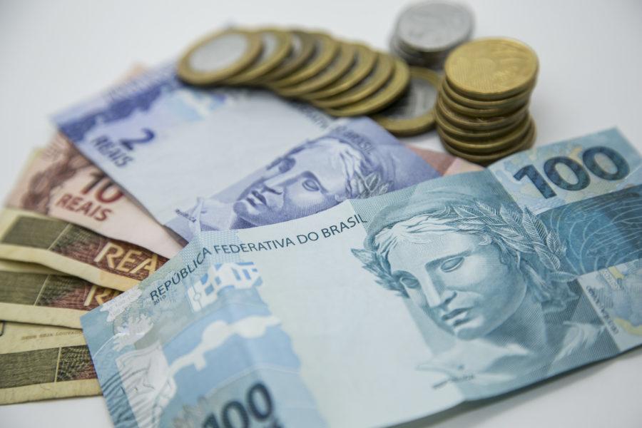 Os bancões zeraram as taxas para investimento no Tesouro, mas dificilmente vão priorizar o produto no relacionamento com o cliente. (Foto: Marcelo Andrade/Arquivo/Gazeta do Povo)